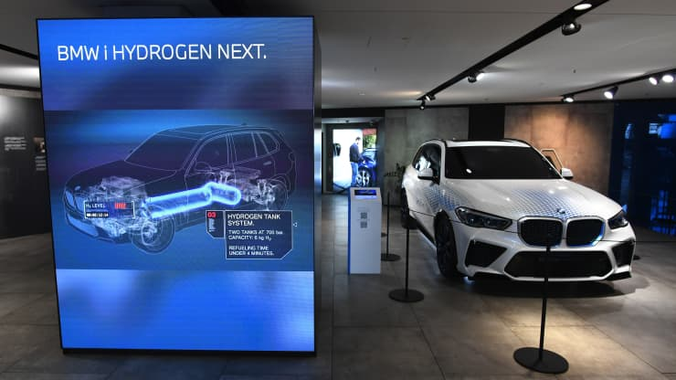 BMW starts European road tests of hydrogen fuel cell cars